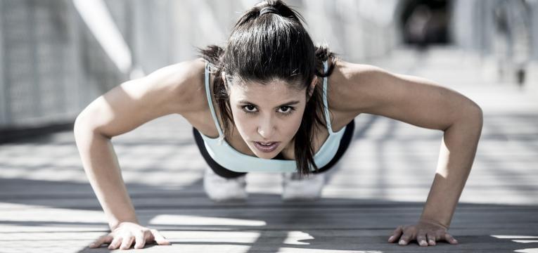 treino em circuito de 20 minutos flexao