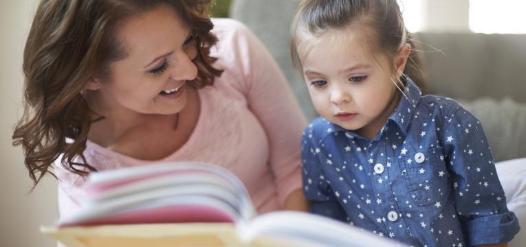 idade dos porques crianca a ler o livro