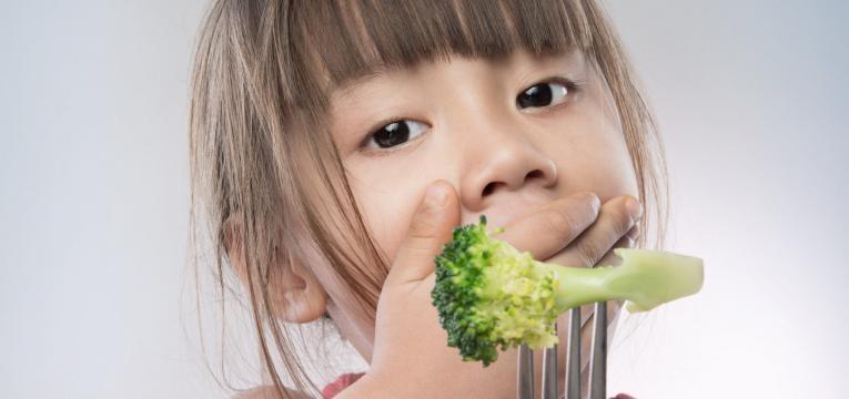 neofobia alimentar menina nao quer comer brocolos