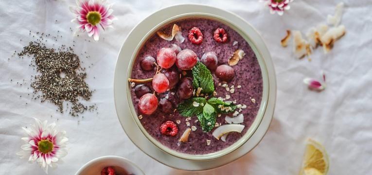 Pequeno almoco saudavel e nutritivo Batido de Frutos Vermelhos