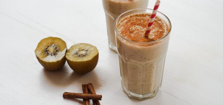 Pequeno almoco saudavel e nutritivo Batido de Kiwi e Banana