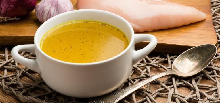 Sopa para bebes Sopa de quinoa, frango e legumes