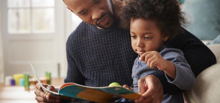 perguntar ao seu filho como correu o dia pai e filho a ler