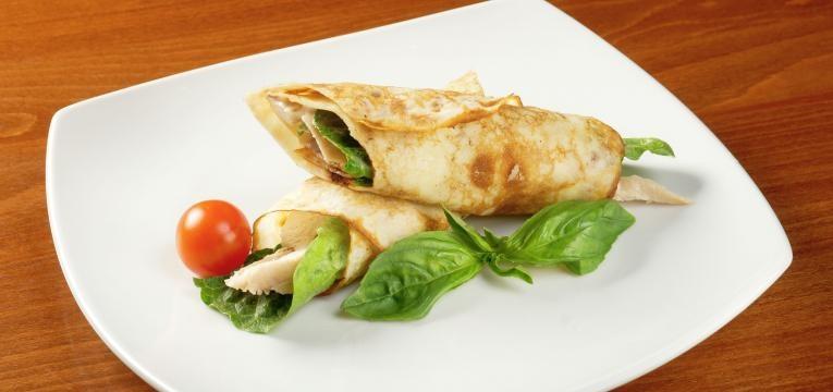 Panquecas com tapioca com chia e recheio de frango
