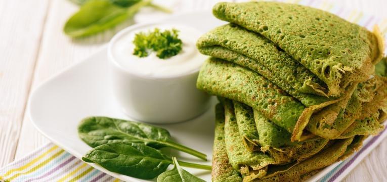Panquecas com tapioca e espinafres