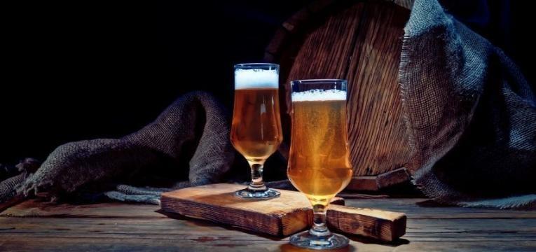 alimentos que causam inchaço abdominal: cerveja