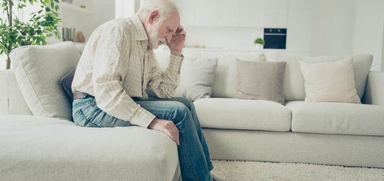 enfarte cerebral idoso com dor