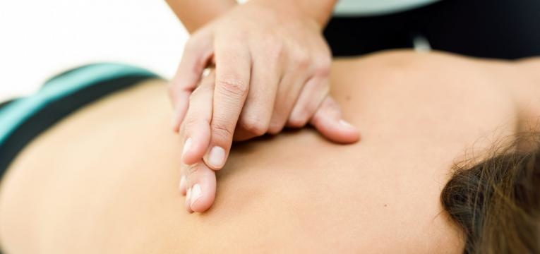 bicos de papagaio massagem nas costas