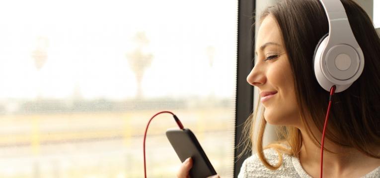 EDP COOL Jazz mulher a ouvir musica