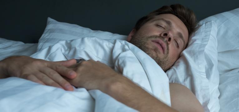 paralisia do sono homem a dormir