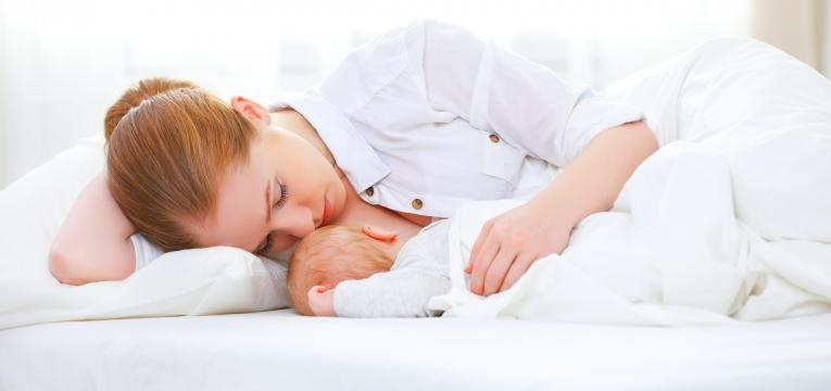 ingurgitamento mamario dar de mamar deitada
