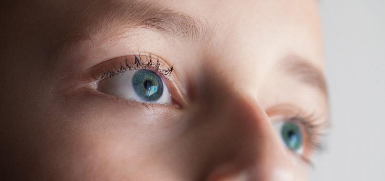 sindrome do olho de gato olhos com lentes