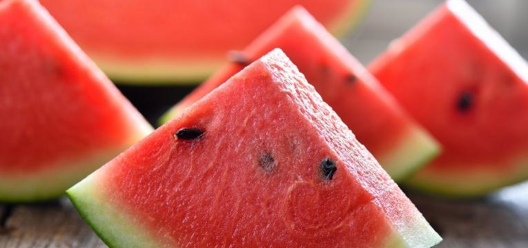 alimentos humanos que os gatos podem comer melancia