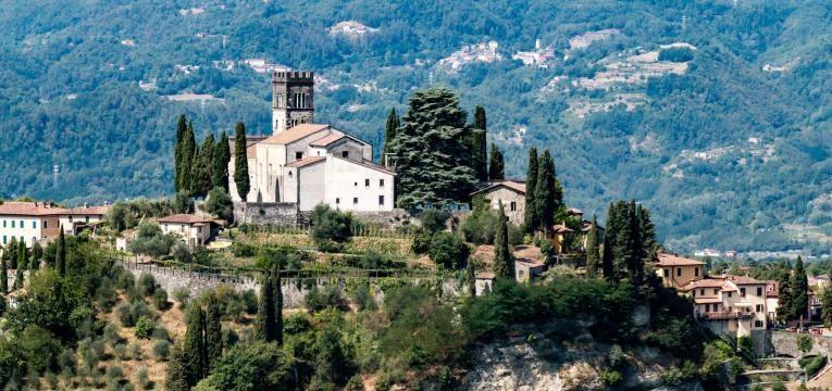 destinos paradisiacos baratos Barga Italia