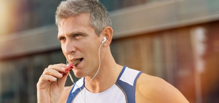 meia maratona o que comer antes durante e depois barra energetica