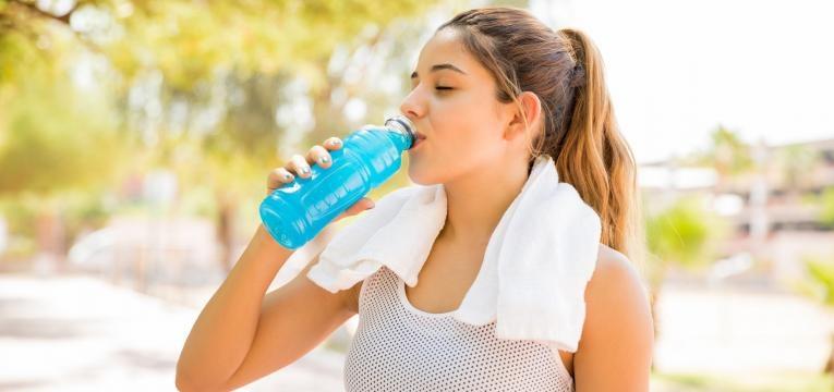 meia maratona o que comer antes durante e depois bebida isotonica
