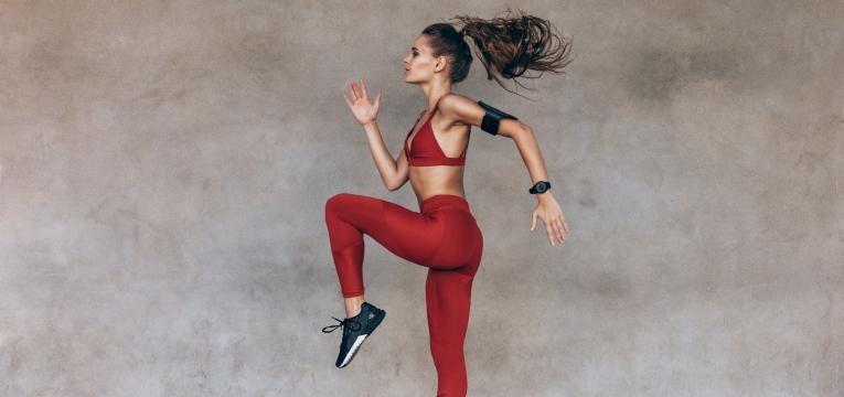 mitos sobre alimentacao desportiva mulher a praticar exerrcico