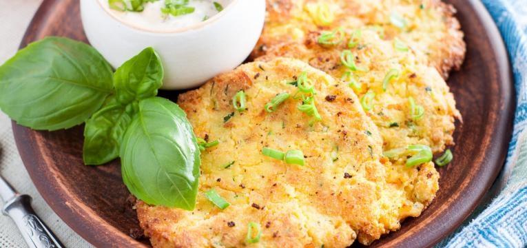 Pataniscas vegetarianas com batata-doce e alho-frances