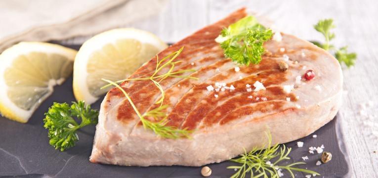 Bife de atum braseado