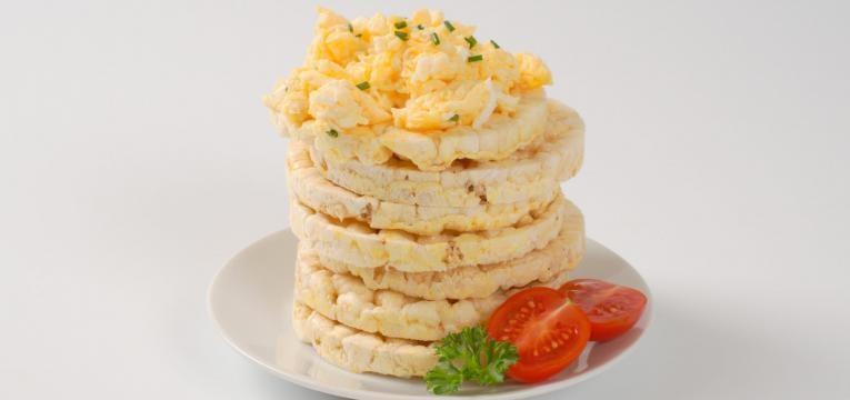 pre treino tostas de milho com ovo