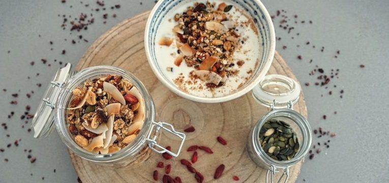 granola de coco e amendoim