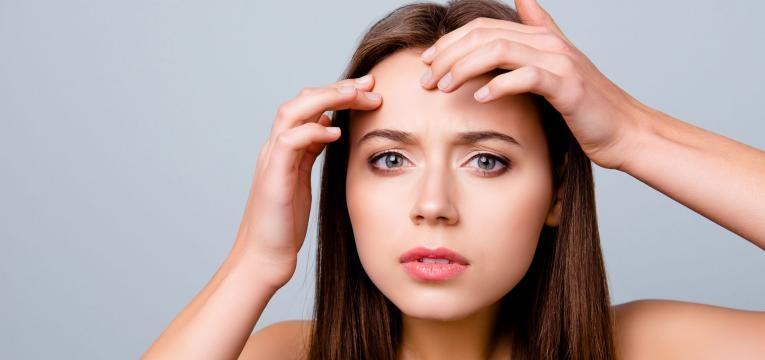 pele mista oleosidade na testa