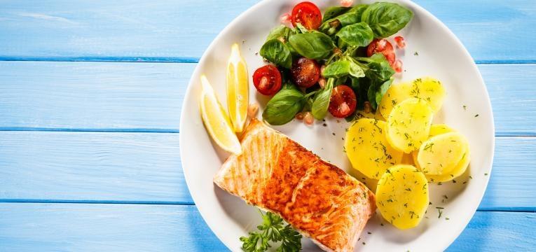dieta para perder peso salmao grelhado com legumes