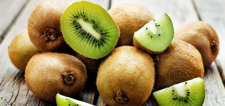 alimentos com mais vitamina C que a laranja kiwis