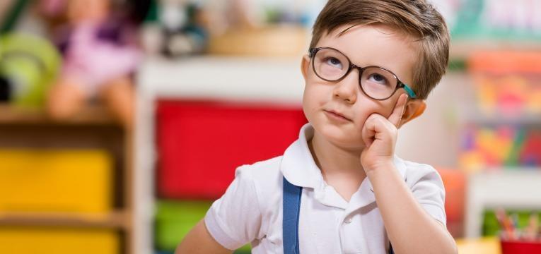 parentalidade com apego menino inteligente