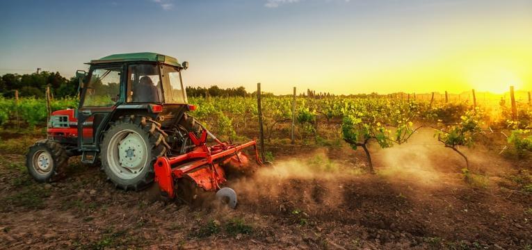 mitos da agricultura biologica trator na terra