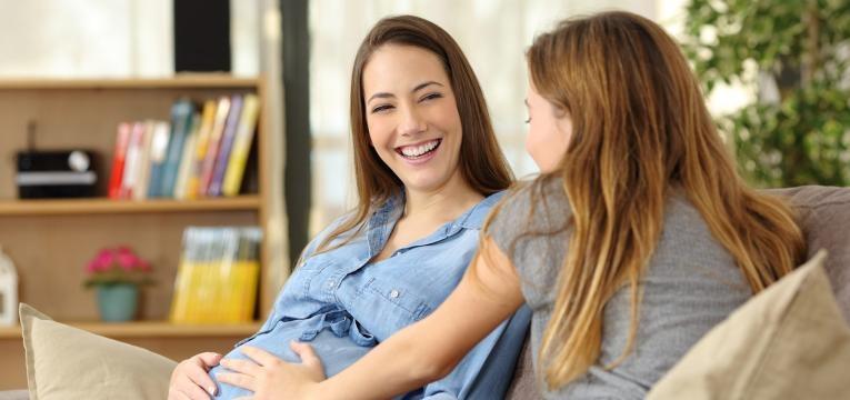 primeiros movimentos do bebe na gravidez amiga a sentir bebe