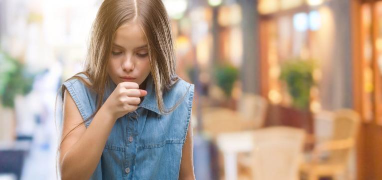 amigdalite aguda menina a tossir
