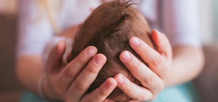 fontanela ou moleira do bebe cabeca do bebe perfeita
