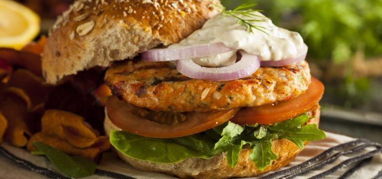 hamburguer de peixe hamburguer de salmao e pescada