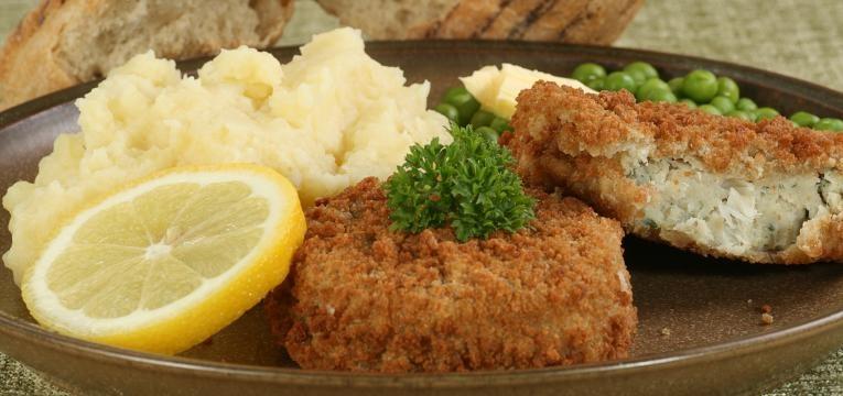 hamburguer de peixe hamburguer de bacalhau com crosta de broa