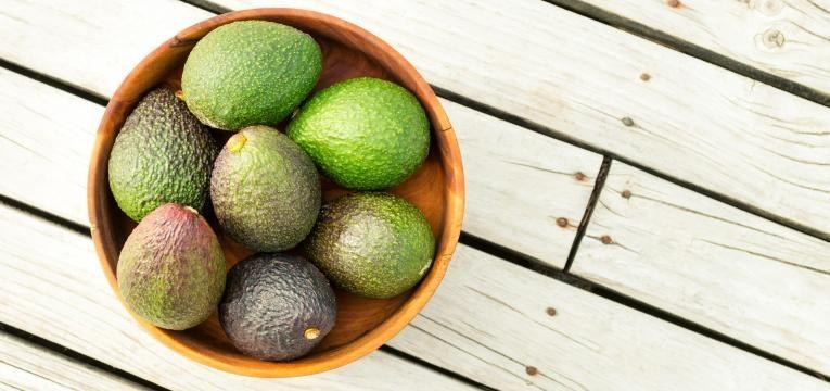 aumentar o tempo de vida do abacate abacate numa tigela