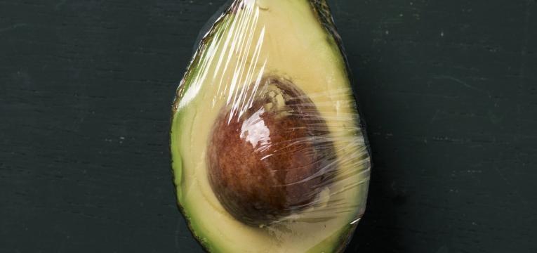 aumentar o tempo de vida do abacate abacate em pelicula aderente