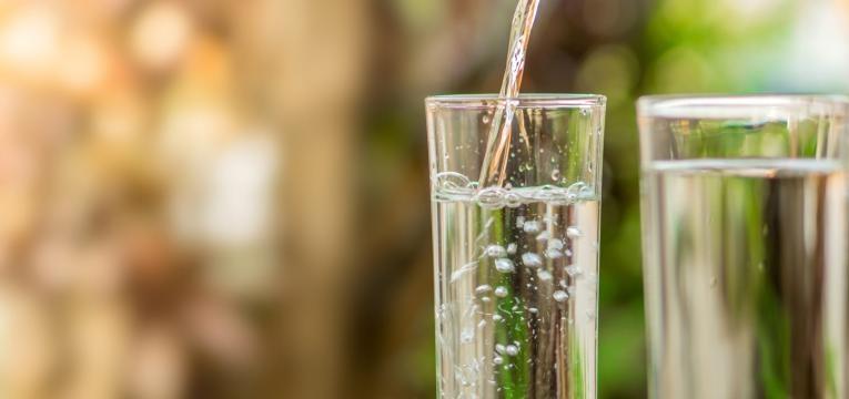 intestino saudavel copos de agua