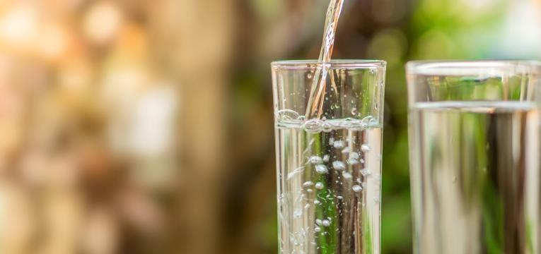 exames que requerem jejum copos de agua