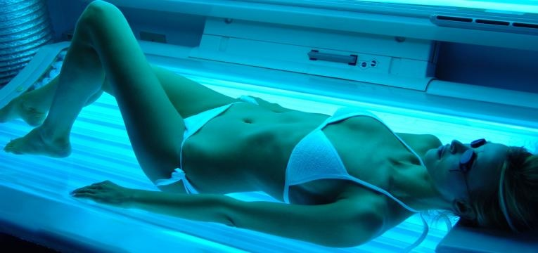 tanorexia mulher no solario
