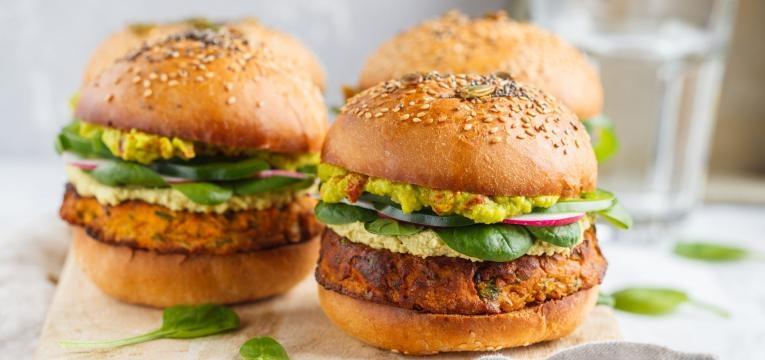 ementa vegetariana hamburguer de grao e couscous