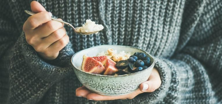 receitas de pequeno almoco com especiarias aveia com figos frescos e especiarias