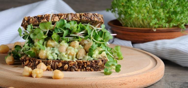 receitas vegan praticas sandes com pasta de grao e vegetais