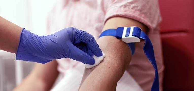exames que requerem jejum tirar sangue
