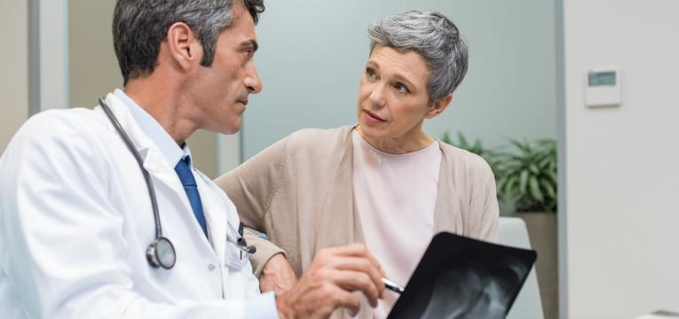 osteoporose mulher no medico