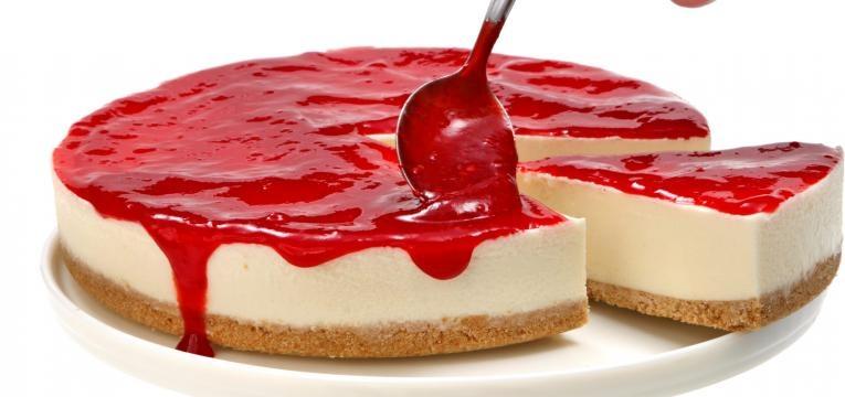 Semifrio de morango e cobertura de gelatina