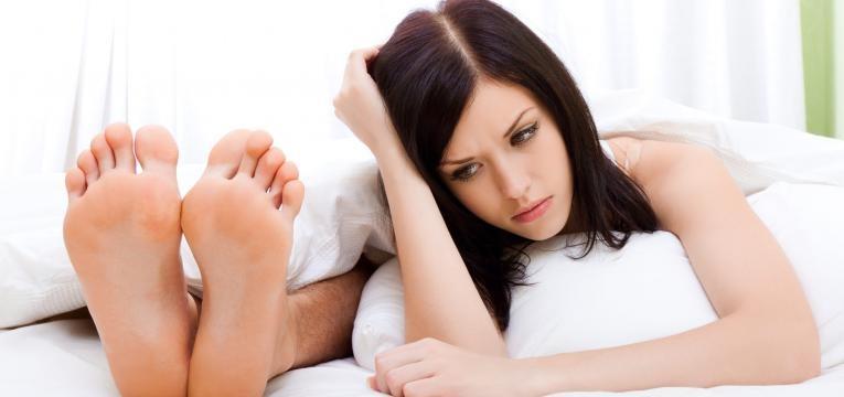 consequencias da falta de sexo casal na cama