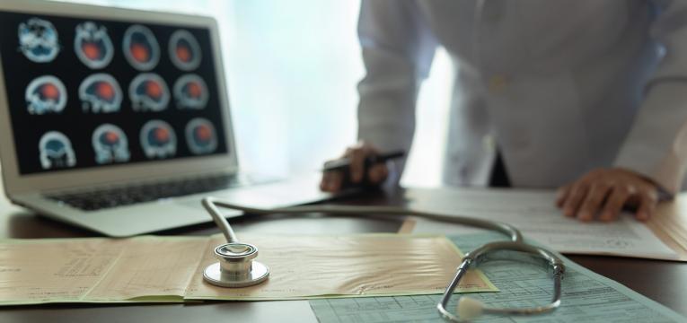 aneurisma cerebral medico a avaliar resultados