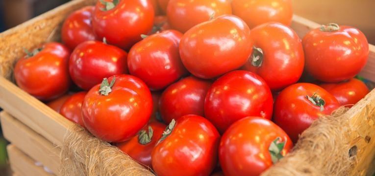 cozinha saudavel tomates em caixa