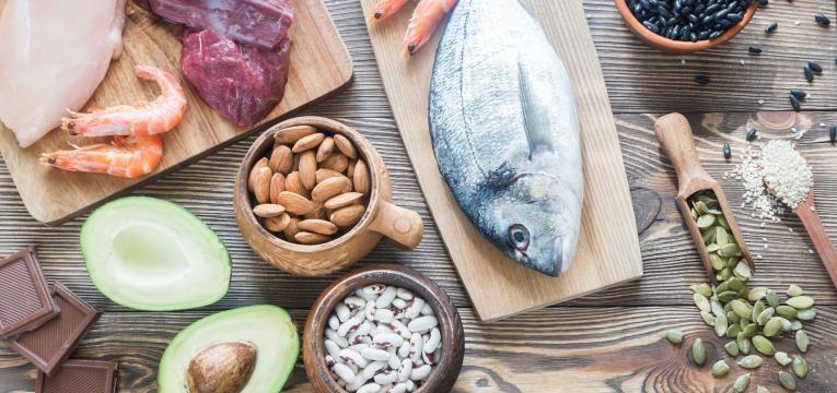 alimentos ricos em zinco peixe frutos secos e carne